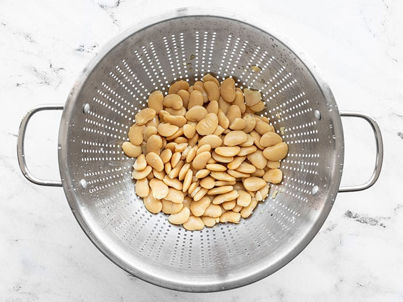 Rinsed white beans in a colander