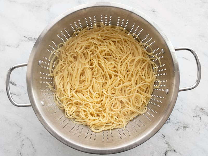 Cooked spaghetti in a colander