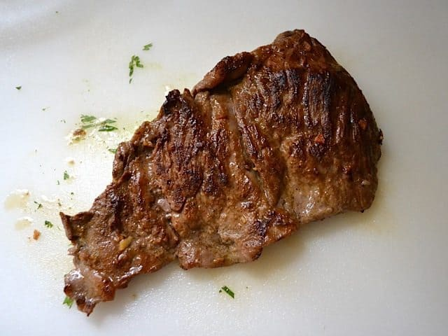 Letting cooked steak rest