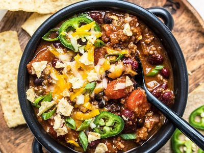 A dressed bowl of basic chili with plenty of toppings.