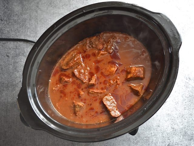 Simmering southwest beef in slow cooker