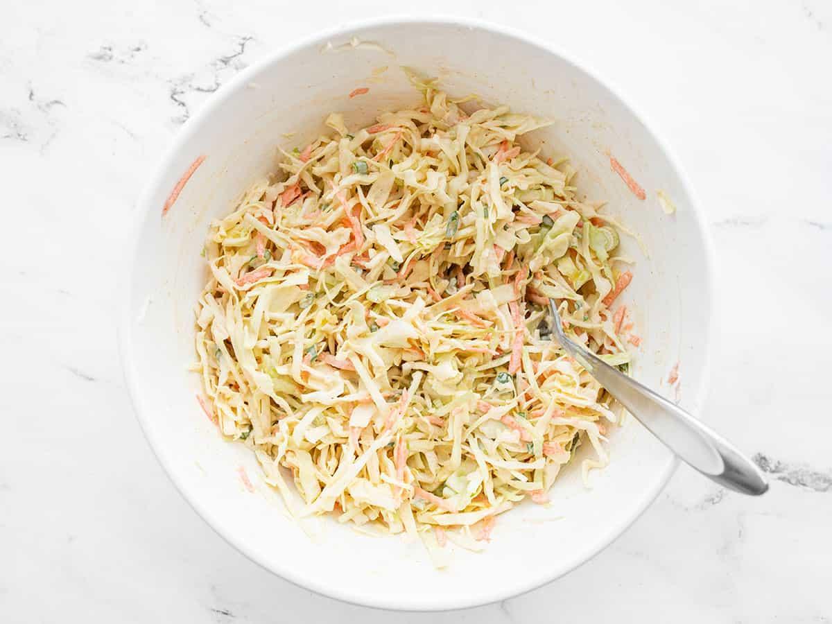 Salada de repolho acabada com cominho e limão de cima