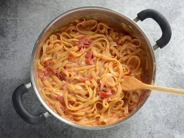 Finished Roasted Red Pepper Pasta