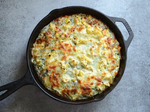 Baked Creamy Spinach Artichoke Pizza in the cast iron skillet