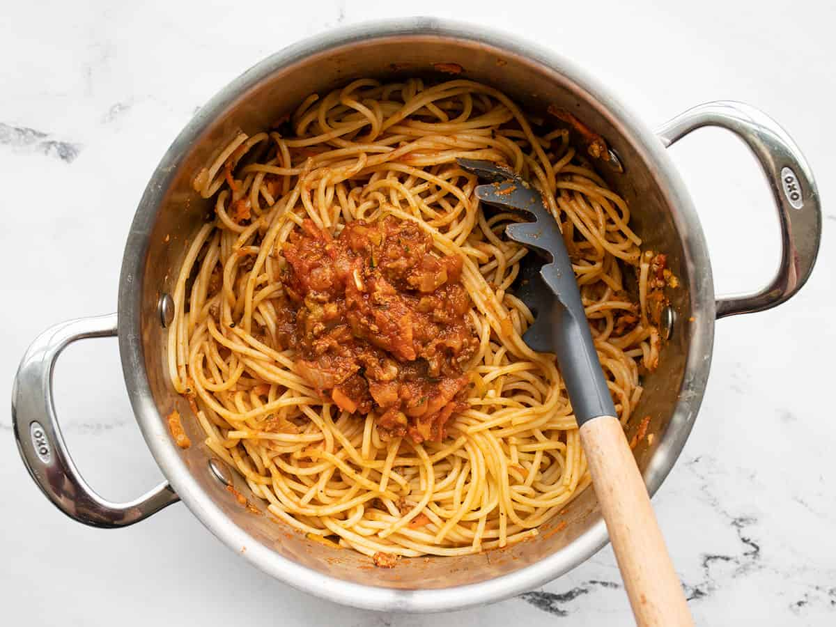 Spaghetti and sauce in the stock pot