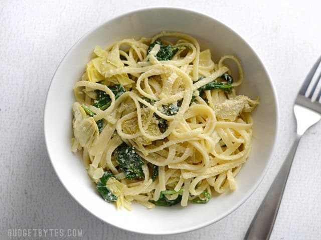 ... easy 20 Minute Creamy Spinach Artichoke Pasta. Finished in NO time