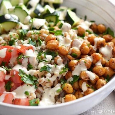 Mediterranean-Farro-Salad-with-Spiced-Chickpeas-close-1
