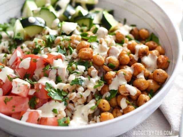 Mediterranean-Farro-Salad-with-Spiced-Chickpeas-close-1