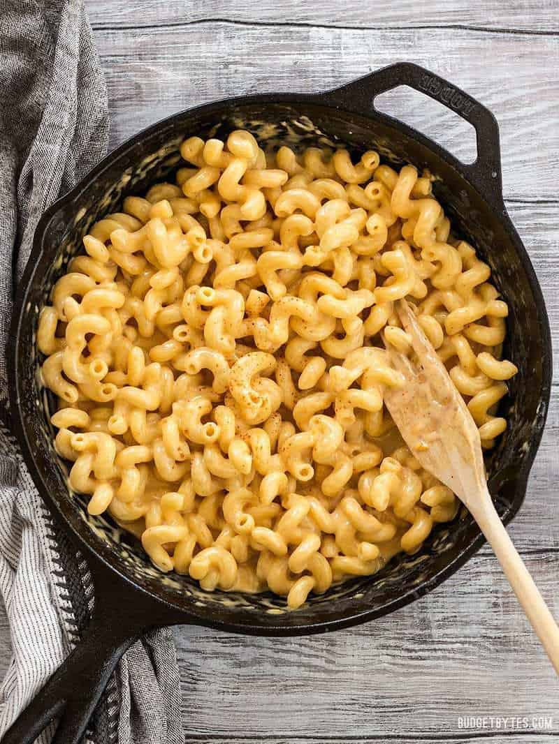 This incredible roux-less mac and cheese is rich, creamy, and only requires seven ingredients. Perfect for last minute weeknight dinners! BudgetBytes.com