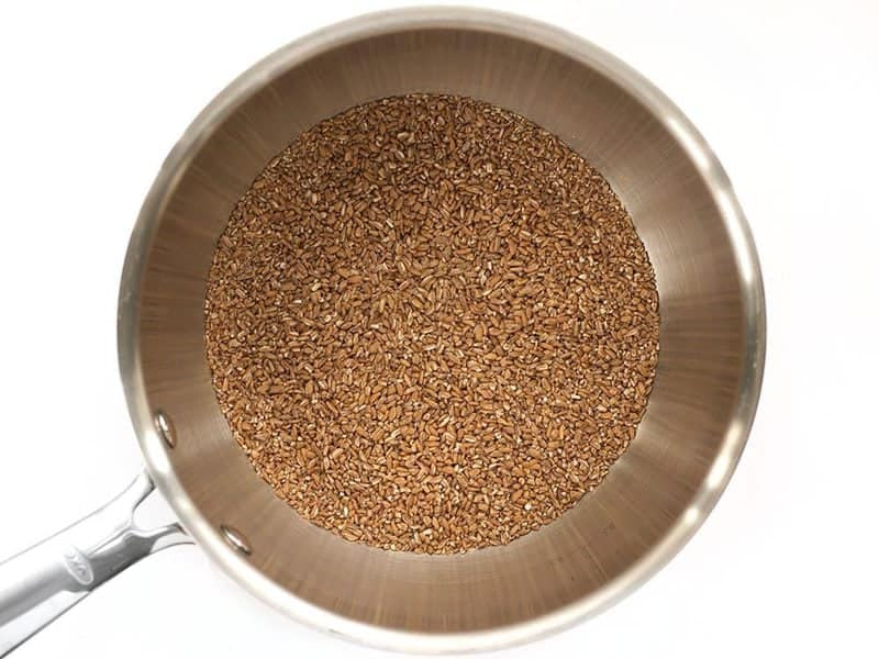 Toast Bulgur in dry sauce pot