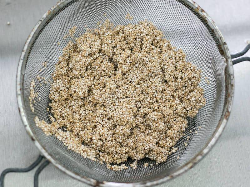 Rinse Quinoa