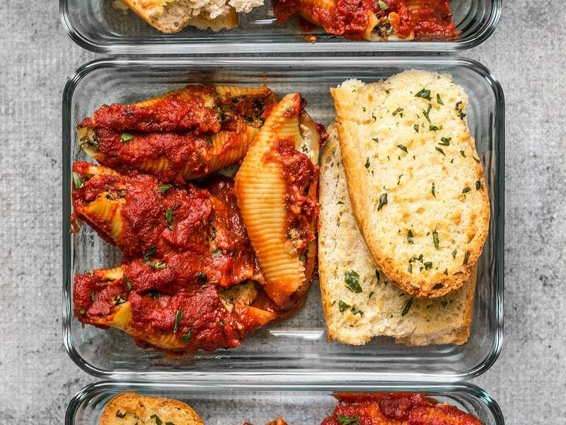 Pesto Stuffed Shells and homemade garlic bread make a classic and comforting lunch that holds up well in the refrigerator. BudgetBytes.com
