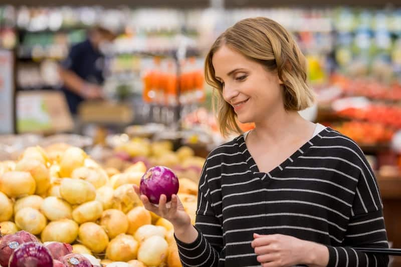 Beth Moncel of Budget Bytes Grocery Shopping