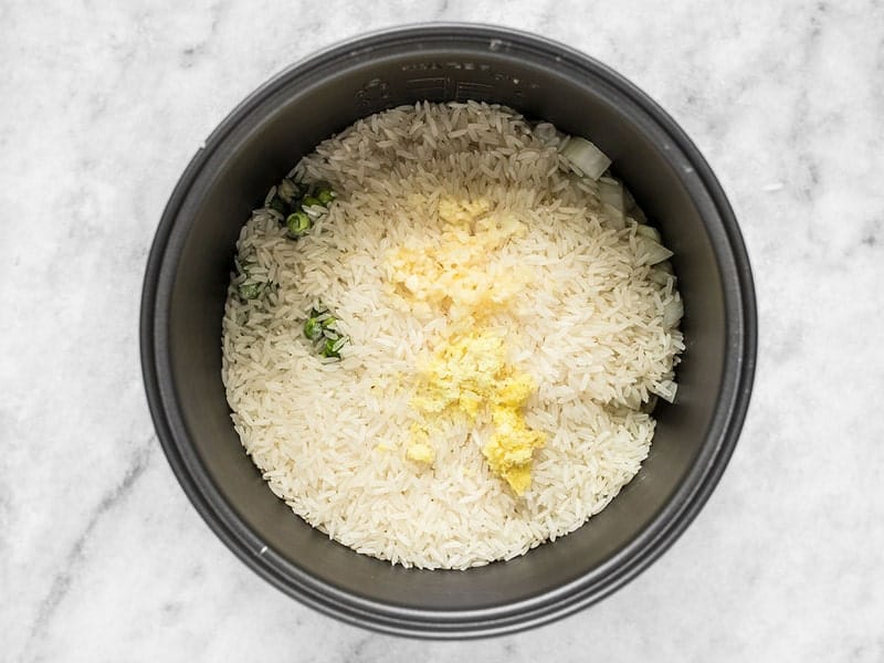 Rice Garlic and Ginger in Rice Cooker