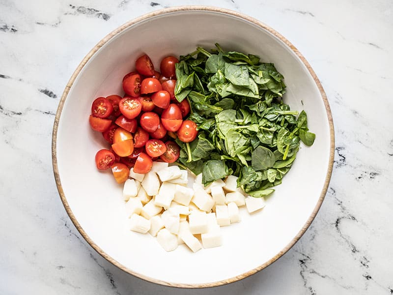 Combine mozzarella and vegetables in a bowl