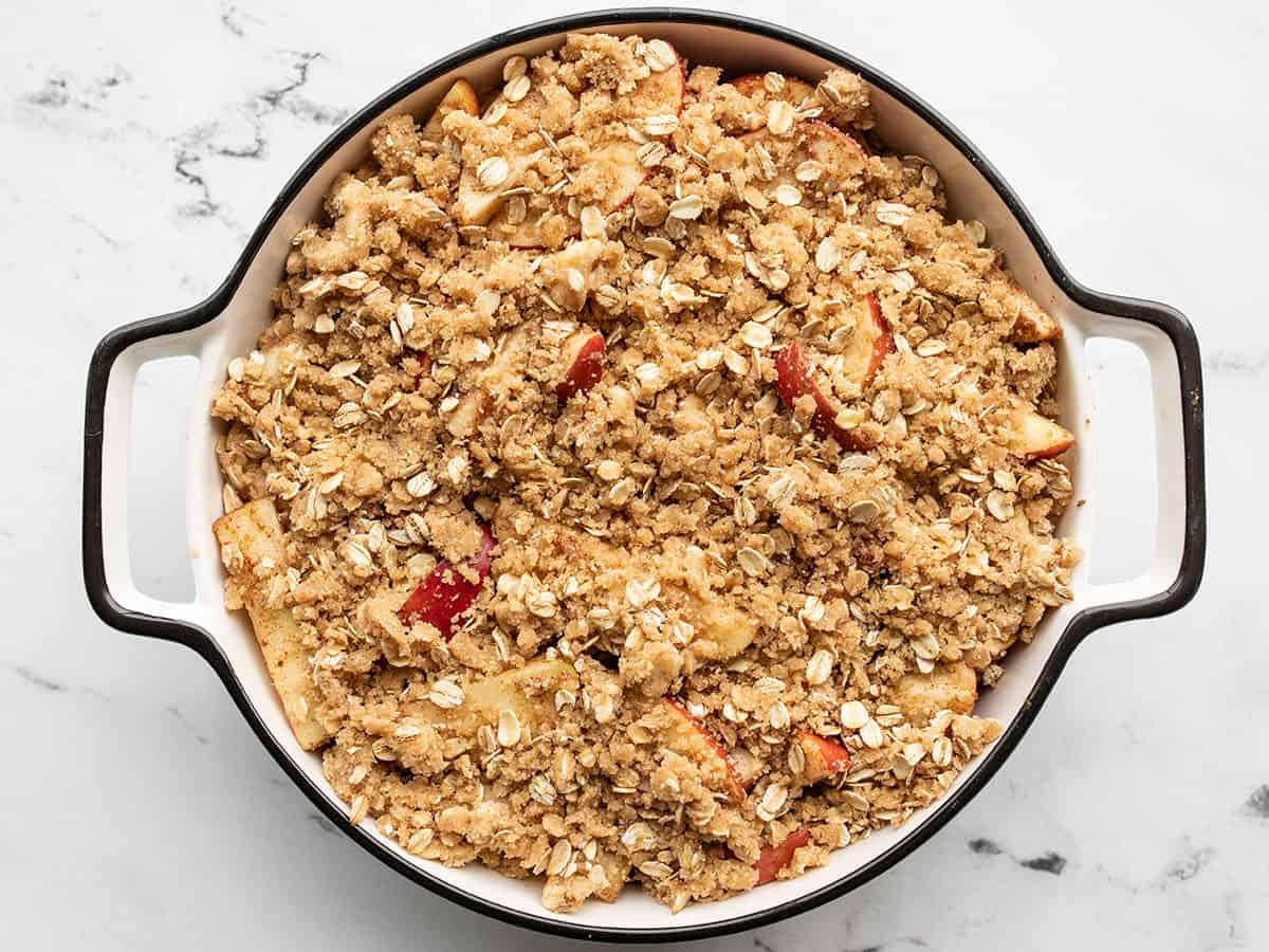 unbaked oat topping on the seasoned apples